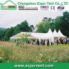 Im Freienfamilien-Partei-Zelt im Garten