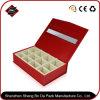 عالة مجوهرات زاهية ورقيّة يعبّئ صندوق