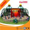 Campo de jogos interno das crianças bonitas do projeto