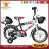 Preto com as bicicletas brancas das crianças com cesta e as ferramentas traseiras