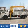 Малый гидравлический погрузчик установлена загрузка грузового автомобиля кран