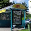 Quiosco de la estación de autobuses al aire libre la estructura de caja de luz