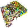 Campo de jogos interno macio do parque temático dos miúdos com projeto livre
