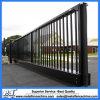 黒いカラー鋼鉄塀のスライド・ゲート