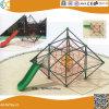 Structure en métal à l'extérieur de l'escalade avec toboggan pour les enfants
