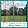 二重鉄条網の倍によって電流を通される鋼線の網の塀
