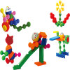 Le jeu heureux d'enfants populaires de type bloque le jouet