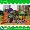 Vergnügungspark-im Freienspielplatz mit Schwingen