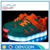 最も新しいデザイン方法様式LEDは子供のための靴をつける