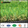 Hierba artificial del césped de la echada de la alfombra decorativa al aire libre del verde que pone