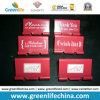 Impresión blanca modificada para requisitos particulares de la insignia en el clip rojo de la carpeta para la promoción
