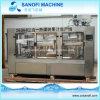 ガラスによってびん詰めにされるジュースの生産機械