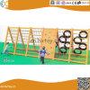 子供の屋外の木の岩登り装置
