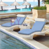 Base di menzogne del balcone del cortile della spiaggia della piscina di svago esterno dell'hotel