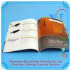 Libri Softcover variopinti del catalogo di stampa in offset