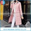 女性の長いアヒルのジャケットのコート