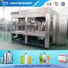 Máquina de enchimento da água bebendo do frasco do animal de estimação