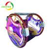 Happy Leswing voiture trajet de la batterie de voiture électrique dans une aire de jeux