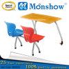 Cadeira da mesa e do plástico do estudante ajustada para a mobília de escola
