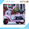 El bebé de China embroma la bici eléctrica del coche de los niños de la motocicleta con música