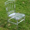 Cadeira plástica acrílica desobstruída de Napoleon em ao ar livre