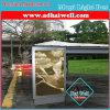 Het openlucht Busstation dat van de Reclame Lichte Doos scrolt