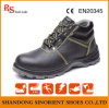 Техника безопасности на производстве ботинок людей обувает Rh097