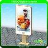 Liberar la tarjeta Lightbox de la muestra de la publicidad al aire libre del soporte