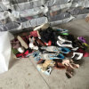 As crianças superiores da qualidade do AAA da classe usaram sapatas com as sapatas usadas esportes das crianças do tipo