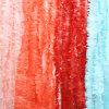 Guirnalda de la franja del papel de tejido. Contexto de la foto. Contexto del postre. Rosa claro, coralino, rojo, guirnaldas del papel de tejido del azul de cielo. El Festooning del tejido