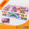 Cour de jeu d'intérieur joyeuse, équipement capitonné mol de jeu de mousse pour des enfants