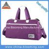 O curso das mulheres ostenta o saco de viagem do Tote do Duffel da bagagem da ginástica