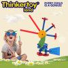 Crianças montadas e modelo do enigma da libélula do brinquedo