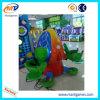 カエルの跳躍の子供は屋内遊園地のゲームの乗車に乗る