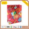 La ropa del presente del rojo del cumpleaños calza la bolsa de papel del regalo del juguete