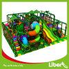 Campo de jogos interno das crianças do tema da selva da qualidade superior