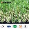 Hierba artificial que ajardina al aire libre hermosa