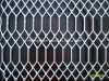 電流を通された拡大された金属線の網