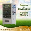 Dispensador adulto de la máquina expendedora del preservativo en supermercado