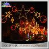 À travers le réverbère extérieur de Noël de décoration d'éclairage de rue