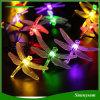 Una stringa solare esterna dei 20 LED illumina la figura delle libellule per il partito di giardino degli alberi di Natale