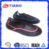 水水の靴の中国浜の歩行