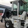 Tracteur avec chargement frontal et la rétropelle chargeuse à roues