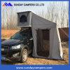 le tende fuori strada della parte superiore del tetto dell'automobile di campeggio 4X4 schioccano in su la tenda del tetto