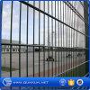 中国の専門の塀の工場供給によって溶接される二重ループ鉄条網のゲート