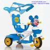 La historieta plástica embroma el triciclo de Trike del bebé