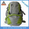 Scalata di montagna di campeggio facendo un'escursione il sacchetto dello zaino di corsa di sport esterno