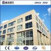 Exposición pasillo de edificio de oficinas con la estructura del marco de acero