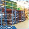 Pavimento di mezzanine della struttura d'acciaio di memoria del magazzino con la cremagliera della mensola