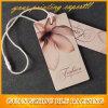Étiquette de vêtements en papier avec corde